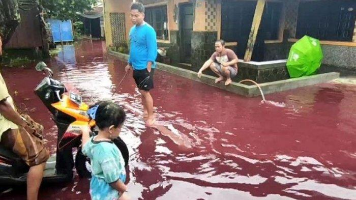 Viral Air Banjir di Pekalongan Berwarna Merah, Polisi Ungkap Penyebabnya