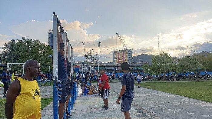 Isi Kegiatan Akhir Pekan, Warga Jayapura Olahraga di Taman Trisila Papua