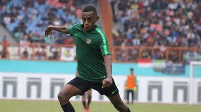 Hingga Dilirik Klub Luar Negeri, Alex Kamuru Disebut Pelatih Titisan Striker Persipura Boaz Solossa