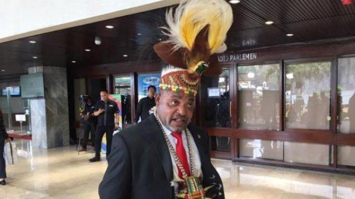 Alasan Jimmy Demianus Ijie Pakai Aksesori Khas Papua yang Curi Perhatian di Pelantikan Jokowi-Ma'ruf
