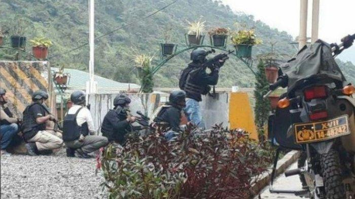 Polisi yang Kena Serpihan Kaca saat Mobil Patroli Polsek Tembagapura Ditembak KKB Kini Dirawat Jalan