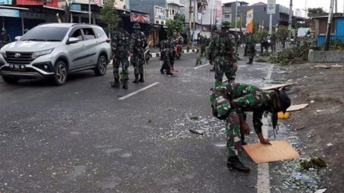 Sepuluh Senjata Api Laras Panjang Jenis SS1 V2 Dirampas Massa saat Kerusuhan di Deiyai Papua