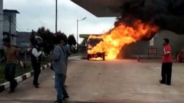 Angkot Tiba-tiba Terbakar saat Isi BBM, Satu Anak Tewas di Kursi Penumpang
