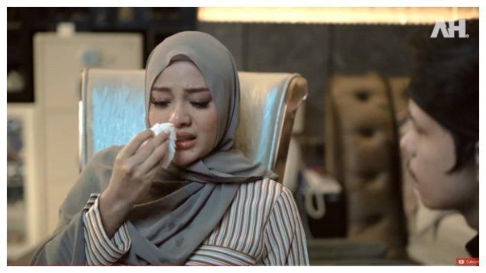 Aurel Hermansyah menangis ceritakan kronologi dirinya alami keguguran, Selasa (18/5/2021).