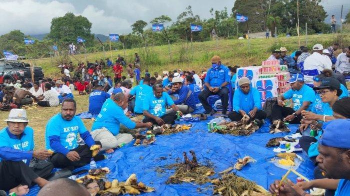 Masyarakat Sumbang 60 Ekor Babi buat Acara Adat Peringati HUT Partai Demokrat di Mamteng