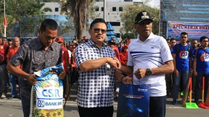 Pengungsi Korban Kerusuhan Jayapura Terima Bantuan Bahan Pokok Diterima Wali Kota Benhur Tommy Mano
