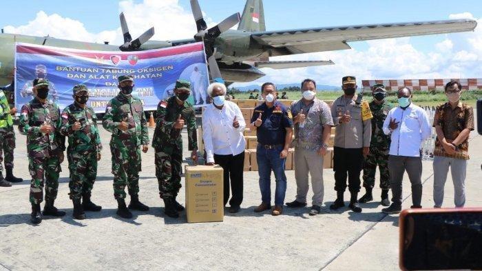 TNI Serahkan Bantuan Tabung Oksigen, Ribuan Masker hingga Seribu APD untuk RS di Papua