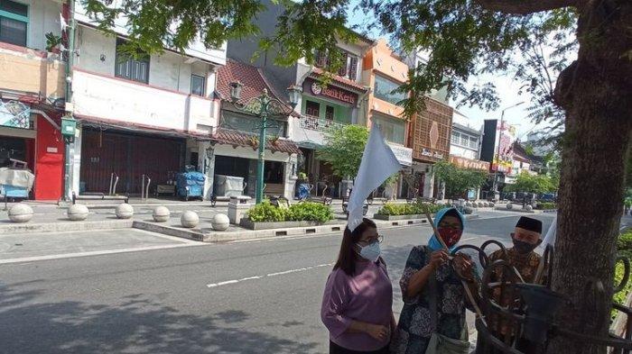 Menyerah Hadapi Pandemi Covid-19, Pedagang Malioboro Kompak Pasang Bendera Putih di Sepanjang Jalan