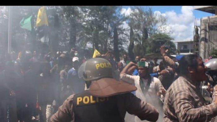 Unjuk Rasa terkait Penanganan Banjir di Sorong Berakhir Ricuh, Mahasiswa Bentrok dengan Polisi
