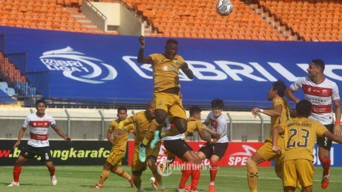 Bhayangkara FC menghadapi Madura United pada lanjutan BRI Liga 1 2021-2022 di Stadion Si Jalak Hatupat, Soreang, Kabupaten Bandung, Jawa Barat, Sabtu (18/9/2021). Skor sementara hingga babak pertama usai dimenangkan Bhayangkara FC 1-0.