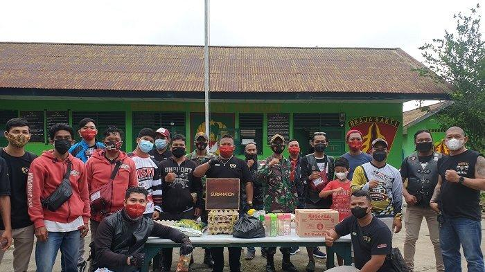 Bikers Jayapura Berikan Sembako untuk Perbaikan Gizi Warga di Perbatasan