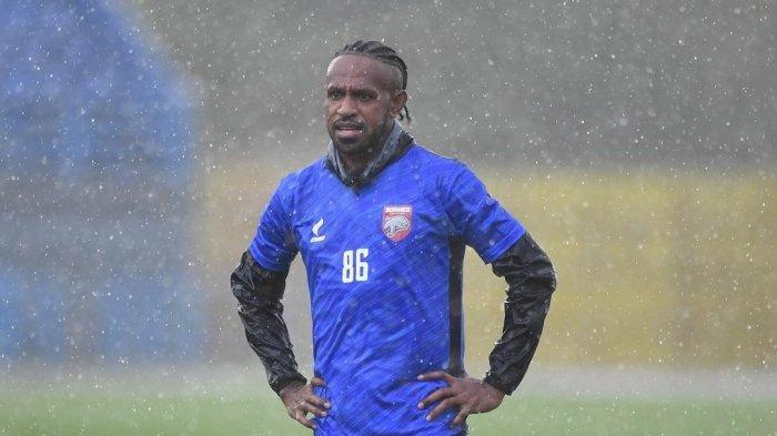 Sebut Rahmad Darmawan Pelatih Terbaiknya, Boaz Solossa: Dia Sangat Tahu Karakter Kami Pemain Papua
