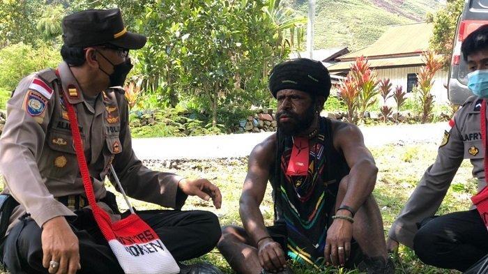 Boni Talenggen, Mantan KKB Papua Dilibatkan Jaga Kamtibmas di Puncak Jaya Papua