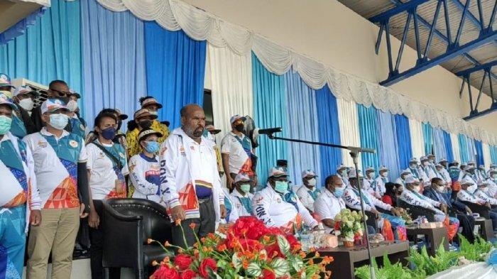 Gubernur Lukas Enembe Lepas KontingenPON Papua, Bonus Rp 1 M Siap Diberikan pada Peraih Medali Emas