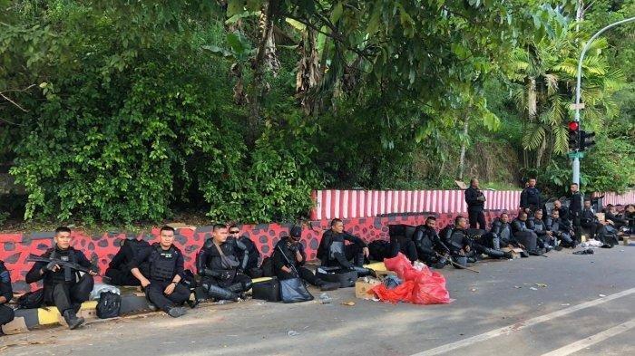 Situasi di Jayapura Belum Kondusif, Warga dan Polisi Berjaga-jaga di Pinggir Jalan