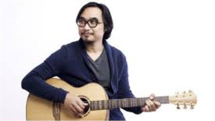 Lirik Lagu dan Kunci Gitar Sesuatu di Jogja - Adhitia Sofyan: Terbawa Lagi Langkahku ke Sana