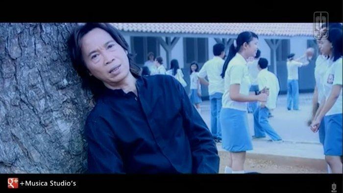 Kunci (Chord) Gitar dan Lirik 'Kisah Kasih di Sekolah' - Chrisye, 'Malu Aku Malu pada Semut Merah'