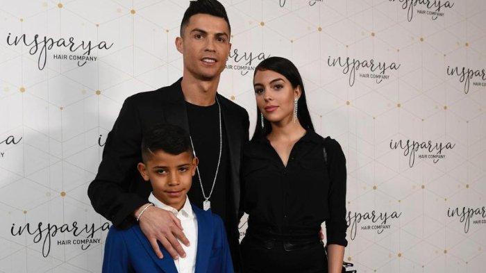 Ogah Diganggu Wartawan saat Temani Kekasihnya, Cristiano Ronaldo Sewa Semua Restoran di Satu Kota