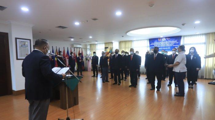 Marciano Norman Pimpin Sumpah Dewan Hakim PON XX Papua