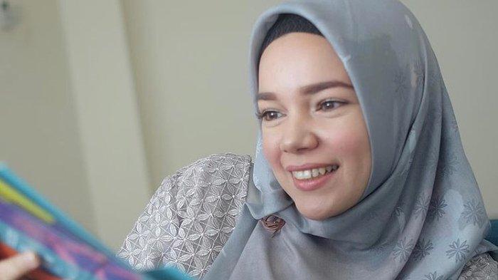 Ungkap Kekesalan saat Hadiri Tahlilan Ashraf, Dewi Sandra: Di Mana Etika dan Rasa Kemanusiaanmu?