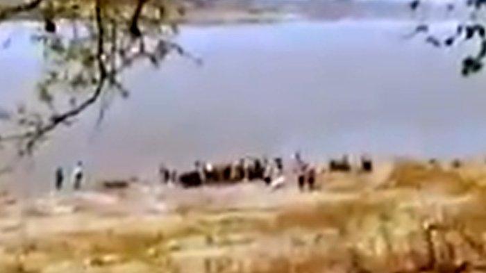 Pemerintah India Pasang Jaring di Sungai Gangga, Puluhan Mayat Diduga Korban Covid-19 Tersangkut
