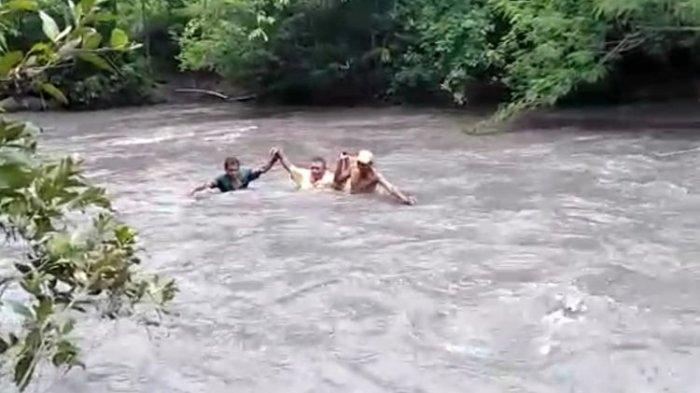 Viral Kisah 5 Guru yang Pertaruhkan Nyawa Seberangi Sungai untuk ke Sekolah, Dibantu Sejumlah Warga