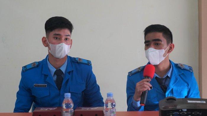 Howitser Hedon Pesireron dan Marco Antonio P. Butar Butar, Siswa kelas 12 SMA Taruna Nusantara