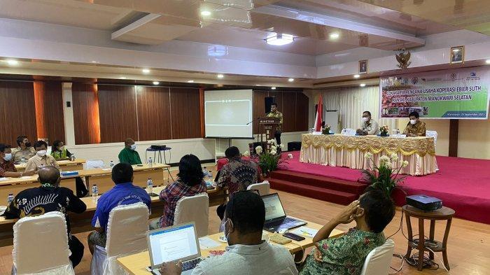 Ekspor Puluhan Ton Cokelat, Stafsus Presiden Puji Gubernur Papua Barat dan Balitbangda