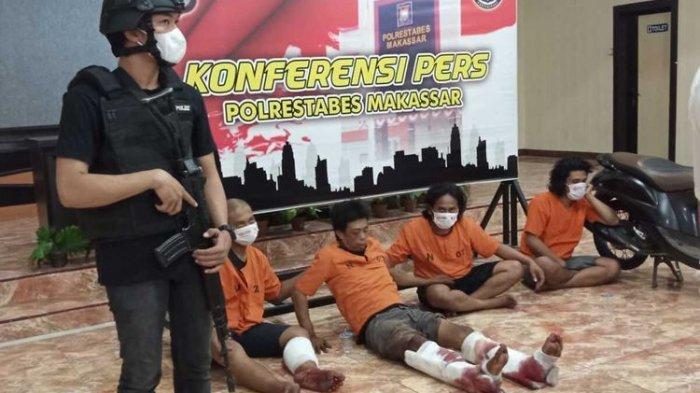 Empat perampok yang memperkosa korbannya di Markas Kepolisian Resor Kota Besar Makassar, Sulawesi Selatan, Senin (7/6/2021).