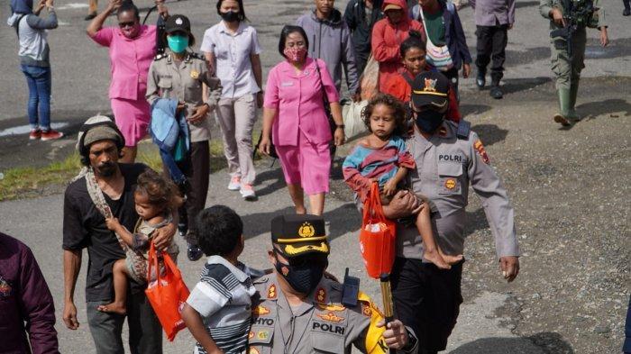 Polres Pegunungan Bintang Evakuasi Warga Kiwirok, Satgas Nemangkawi Tetap Bertahan di Distrik