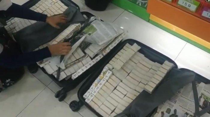 YouTuber asal Jember, Jawa Timur, Fadhel Hizham menukarkan 2 koper dan 1 tas penuh berisi tiket wahana permainan. Videonya kemudian viral di TikTok.