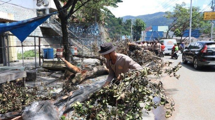 FOTO-FOTO Terkini Pasca-kerusuhan di Jayapura Papua: Aktivitas Mulai Normal, Polisi Kerja Bakti