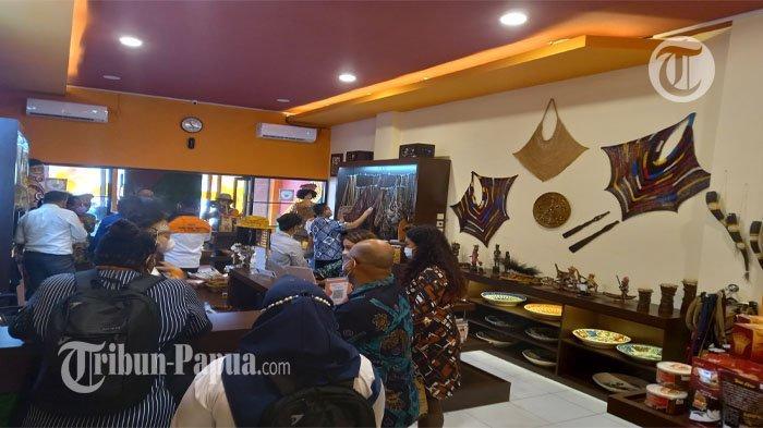 Gerai Honai Papua Resmi Dibuka, Carolus: Hindari Produk Imitasi saat PON XX