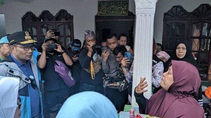 Kunjungi Posko Korban Banjir, Ridwan Kamil Diceramahi Ibu-ibu: Saya Bopong Anak 3 Tahun Lawan Arus