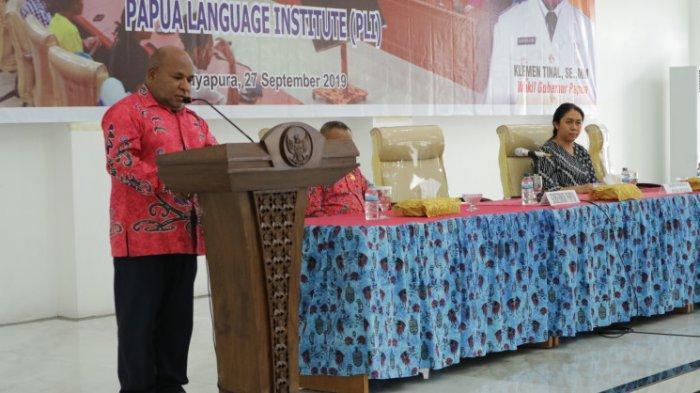 Lepas 26 Anak Papua Studi ke Rusia, Gubernur Lukas: Anak-anakku Sekalian Tugas Kalian Hanya Belajar