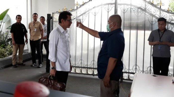 Cegah Virus Corona, Istana Diperketat, Suhu Tubuh Para Menteri Dicek sebelum Bertemu Jokowi