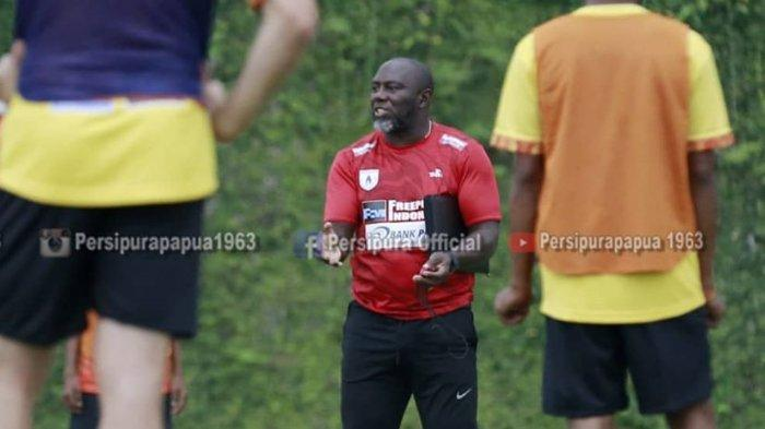 Pelatih Persipura Jayapura, Jacksen F Tiago. Jacksen menyebut ketajaman timnya masih kurang.