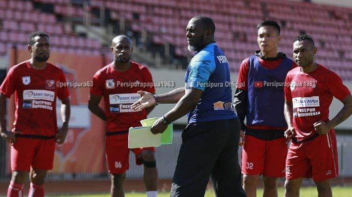 Tak Mau Sesumbar Bisa Geser Bali United, Jacksen F Tiago Ungkap Target Realistis Persipura Musim Ini