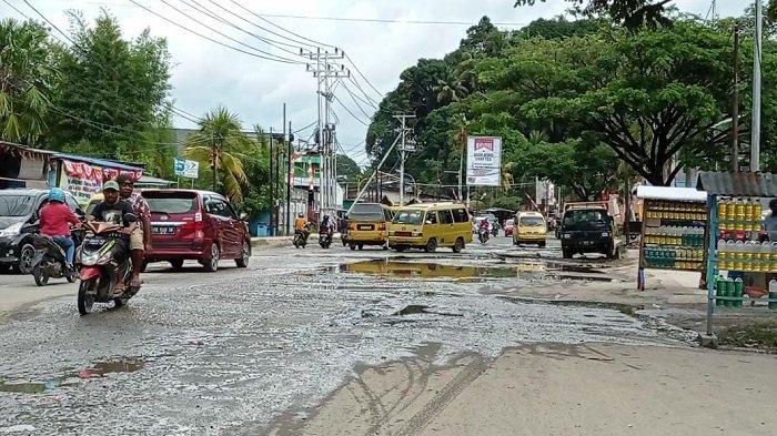 Sopir Angkot soal Rusaknya Jalan Kota Sorong: Tunggu Jokowi Datang Disulap Beres