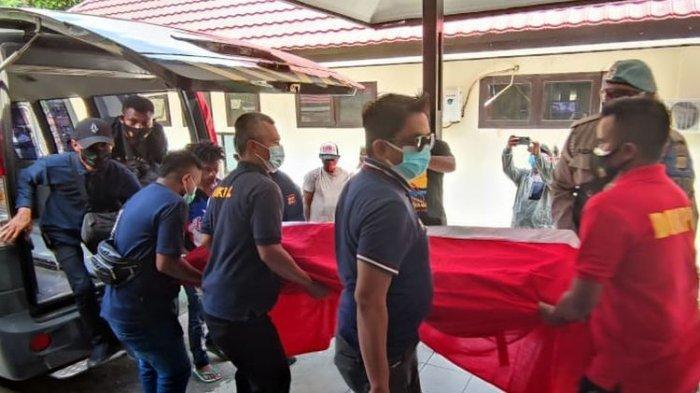 Jenazah Briptu Mario Sanoy Tiba di Jayapura dan Divisum di RS Bhayangkara
