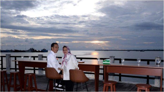 Romantisnya Jokowi dan Iriana saat Menikmati Senja di Kaimana Papua Barat, Lihat Foto-fotonya