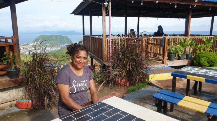 Panorama Kafe Pasific View di Kaki Pegunungan Cycloop Penghilang Penat