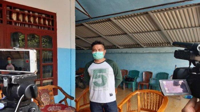 Diberi Hadiah oleh Kapolri, Bripka Yerry yang Makamkan Jasad Pasien Corona Langsung Menangis