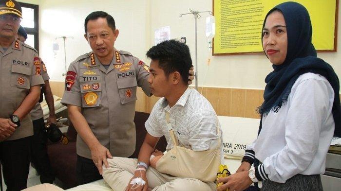 Kunjungi Papua, Kapolri Jenguk 3 Anggotanya yang Terluka Akibat Kerusuhan di Jayapura