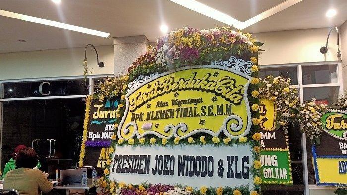 Wagub Papua Klemen Tinal Tutup Usia, Presiden Jokowi Turut Berduka Cita dan Kirim Karangan Bunga