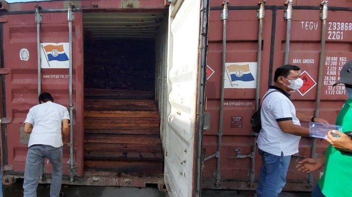 Tak Punya Izin, 3 Kontainer Bawa Merbau Tujuan Surabaya Digagalkan di Dermaga Sorong