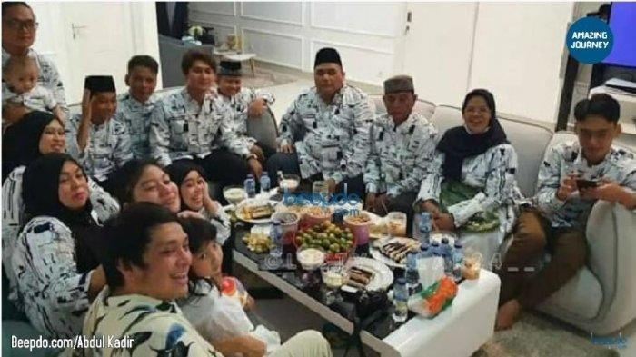 Kebersamaan keluarga Lesti Kejora dan Rizky Billar saat bertemu di rumah sang pedangdut dengan menggunakan baju yang seragam, Kamis (23/12/2020).
