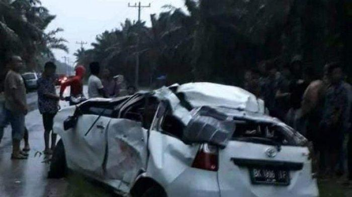 Dipicu Cuaca Buruk, Dua Mahasiswi Terlibat Kecelakaan hingga Tewas Tertimpa Mobil Avanza