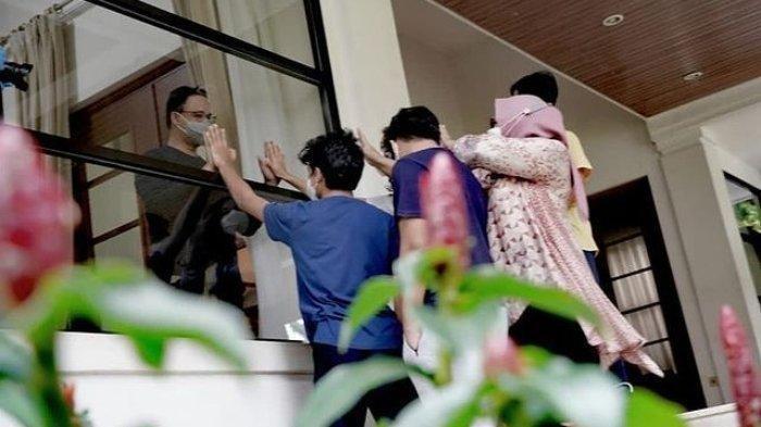 Dijenguk Istri dan Anak-anaknya saat Isolasi Mandiri, Anies Baswedan Lepas Rindu dari Balik Jendela
