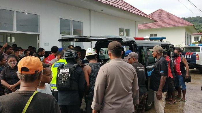 Petrus Makbon Minta Masyarakat Tak Terpancing Insiden 2 Kelompok Warga Saling Serang di Manokwari